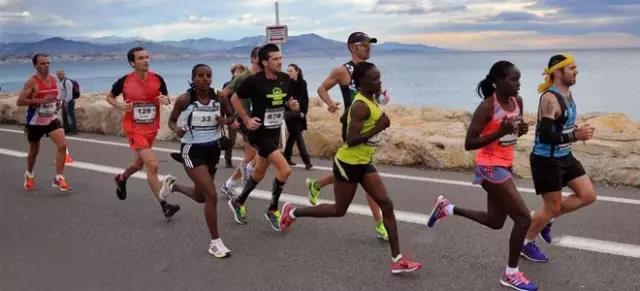 长跑距离跑步如何防止起脚泡、黑趾甲?